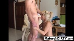 Sexy Indian MILF uses a vibrator on her juicy pussy Thumb