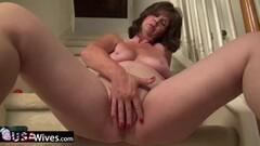 Hot wife masturbating Thumb
