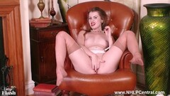 Kinky blonde wanks off in vintage nylons and garters Thumb