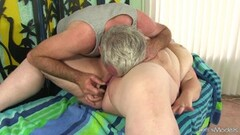 Tattooed amateur gets her pussy hammered Thumb
